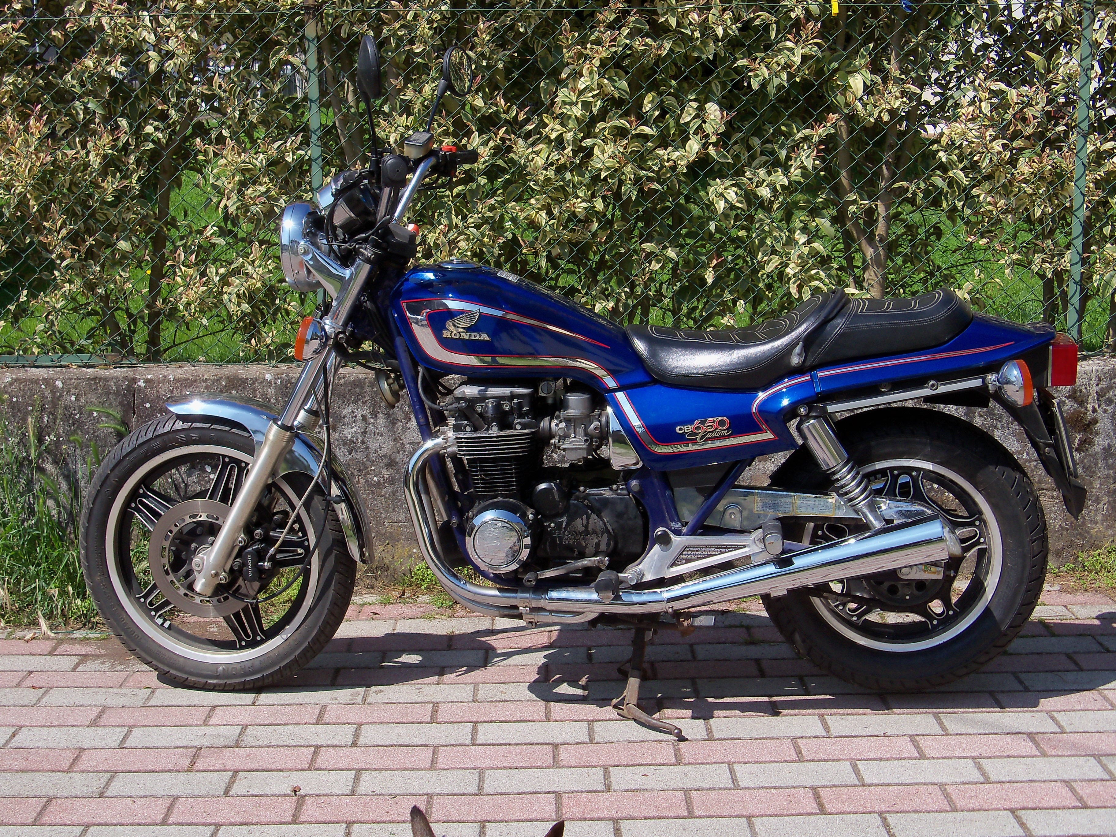 Honda CB650SC 1982 NIGHTHAWK 650 USA 1982 - from Ugo Davolio