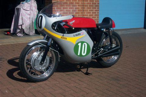Honda rc162 replica 1970 from martin dyke - Replica mobel legal ...