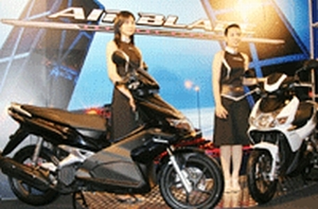 Promoters pose next to Honda Vietnam's brand-new Air Blade scooter